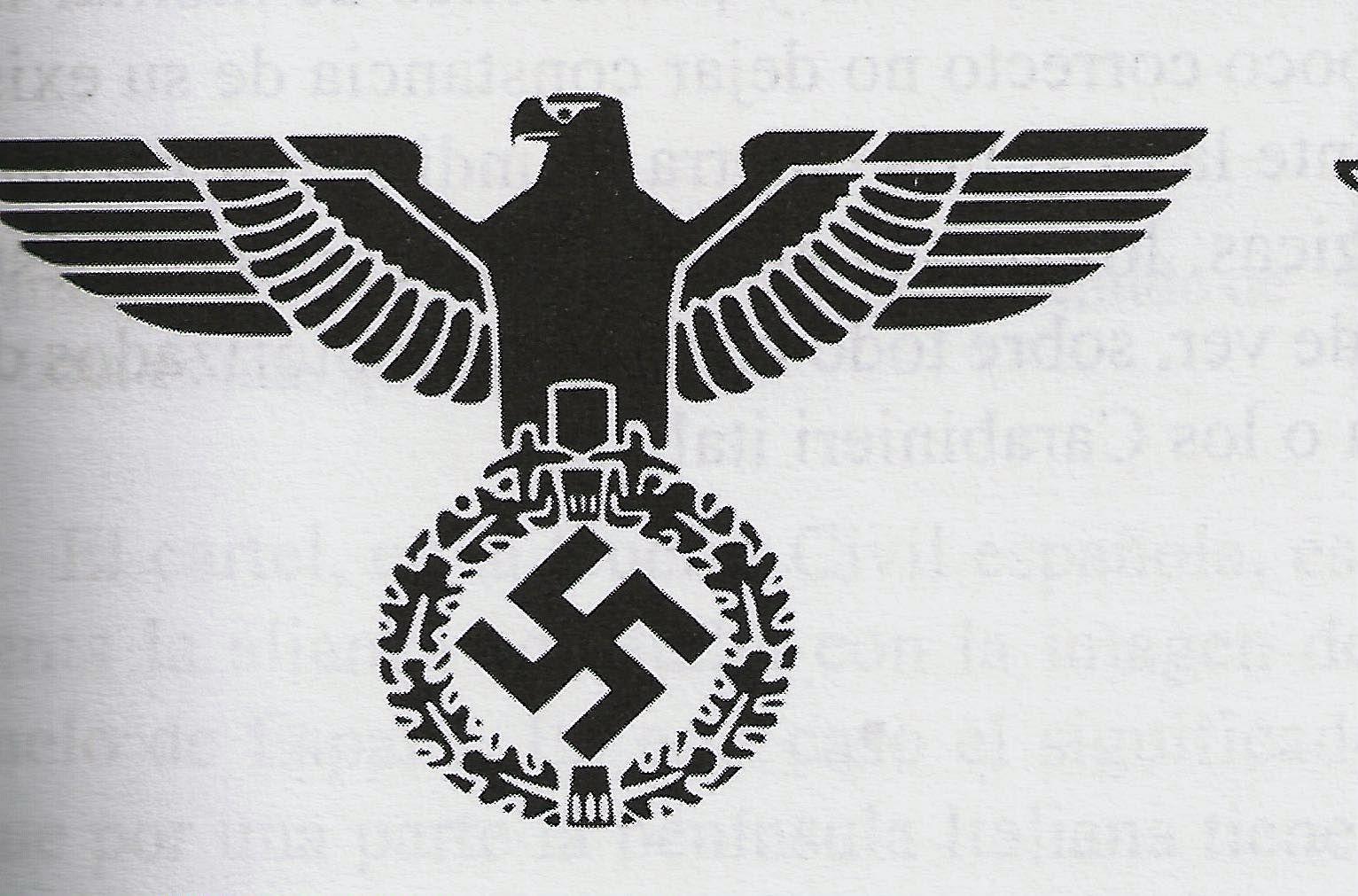 25. Águila imperial con corona de roble y esvástica diseñada por Hitler como símbolo del Partido Nacionalsocialista