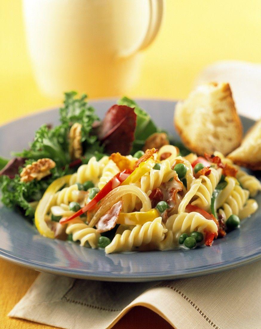 Gemüse-Nudelsalat mit Schinken und Gorgonzolae - smarter - Zeit: 45 Min.   http://eatsmarter.de/rezepte/gemuese-nudelsalat-mit-schinken-und-gorgonzolae