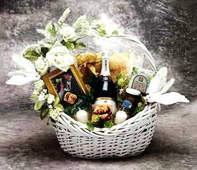 Amazon Com Wedding Wishes Gift Basket Large Home Kitchen Wedding Gift Baskets Honeymoon Gift Baskets Wish Gifts