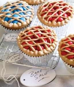Berry pie cupcakes are way too cute! Bake up a batch (@In My 30s And Its Time)