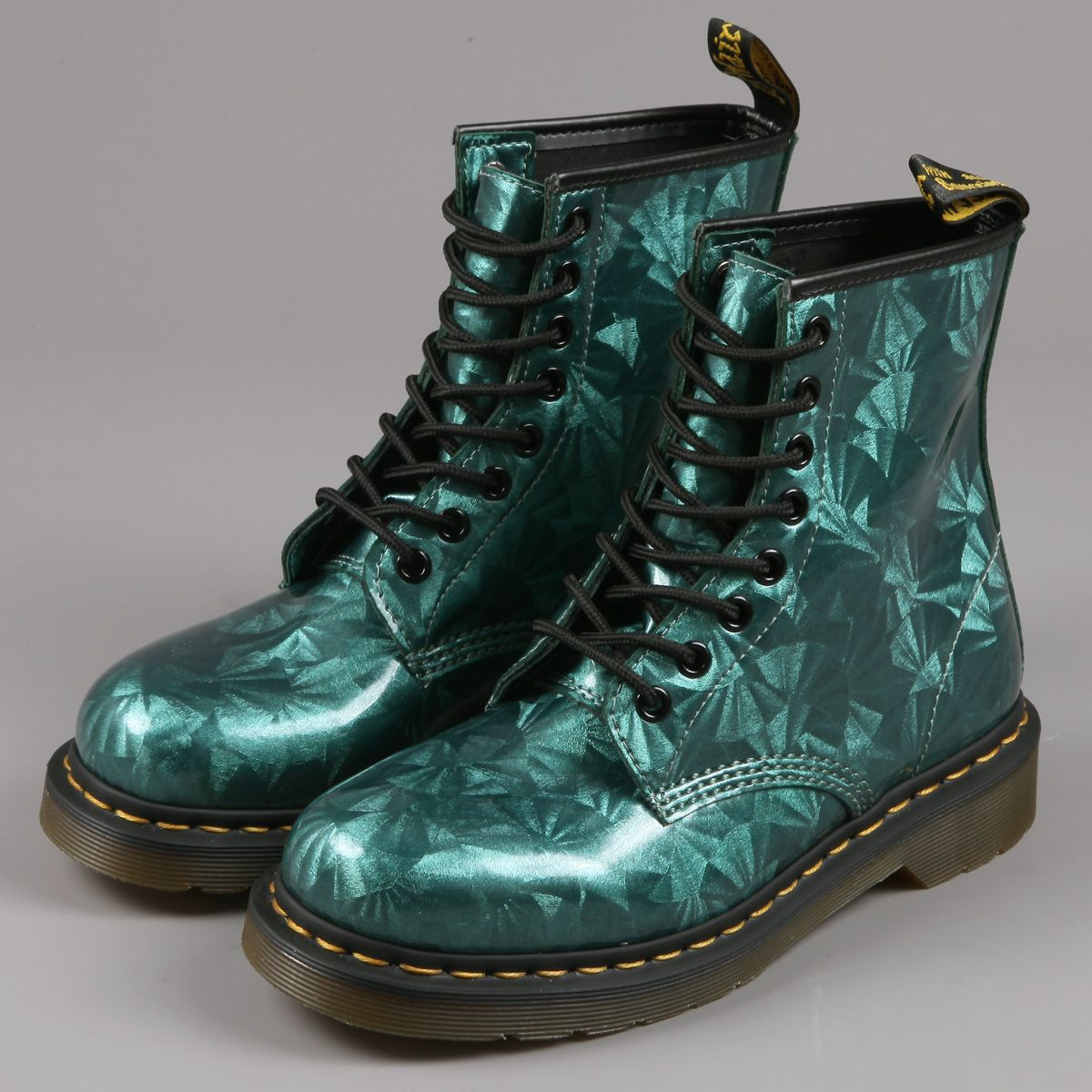 emerald green doc martens wanted pinterest doc martens emeralds and dr martens. Black Bedroom Furniture Sets. Home Design Ideas
