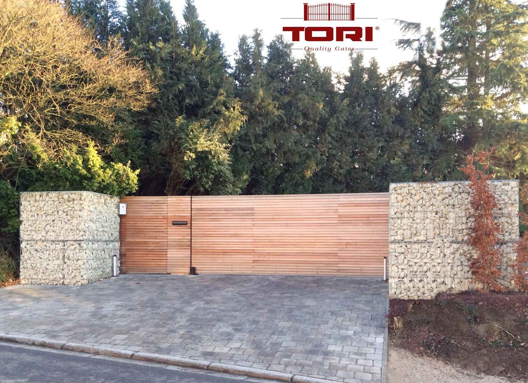 Portail auto portant acier et bois for Portail en bois pour jardin