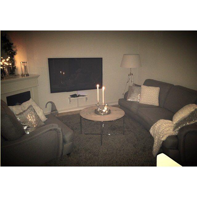 """On instagram by sujeewa #homedesign #metsuke (o) http://ift.tt/1SDNhyO tills jag kan fixa klart """"MITT"""" vardagsrum  Men det får bli efter köksrenoveringen som drar igång på måndag!  _________________________________________ #vardagsrum#livingroom#home#homesweethome#homedecor#inredning#inspo#interiordesign#inredningsdetaljer#interior123#interior444#interios125#mitthem#shabbychic#shabbyhome#mitthem#trademax#mio#marmorbord#rusta#hemtex#tyr"""