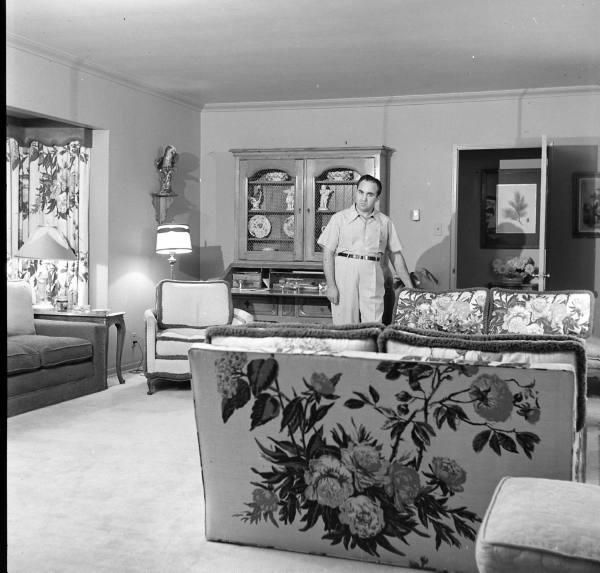 Mickey Cohen In His Brentwood California Home I Love The Decor Mobsters Pinterest Home