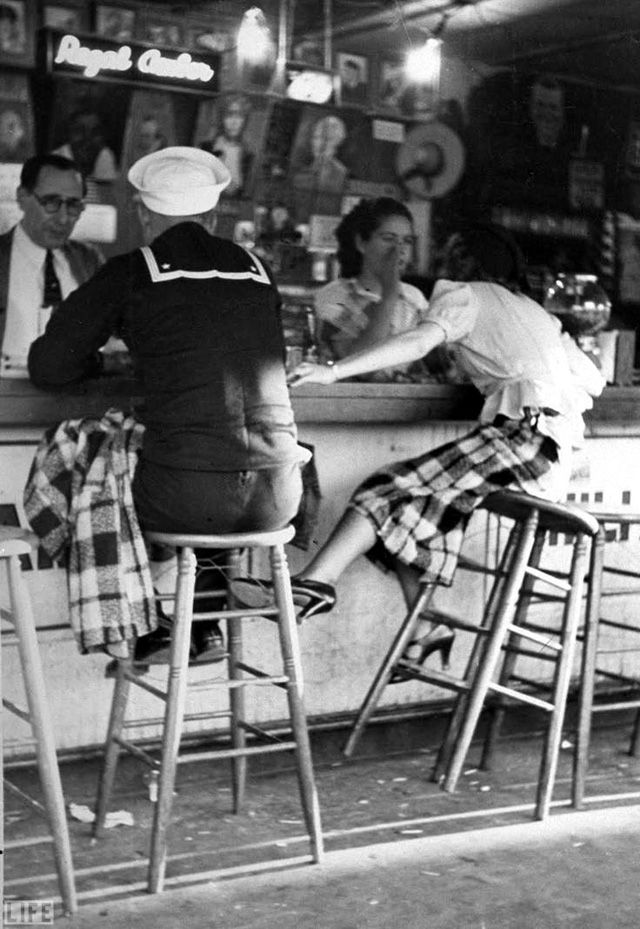 38 amazing photos capture women in bars from between the 1930s and 50s women pinterest amazing photos 1930s and photography