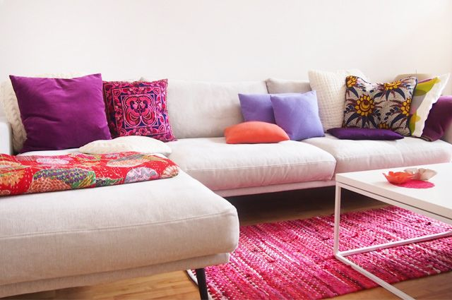farbakzente die sch nsten dekokissen f r eure wohnung sofa kissen und grau. Black Bedroom Furniture Sets. Home Design Ideas