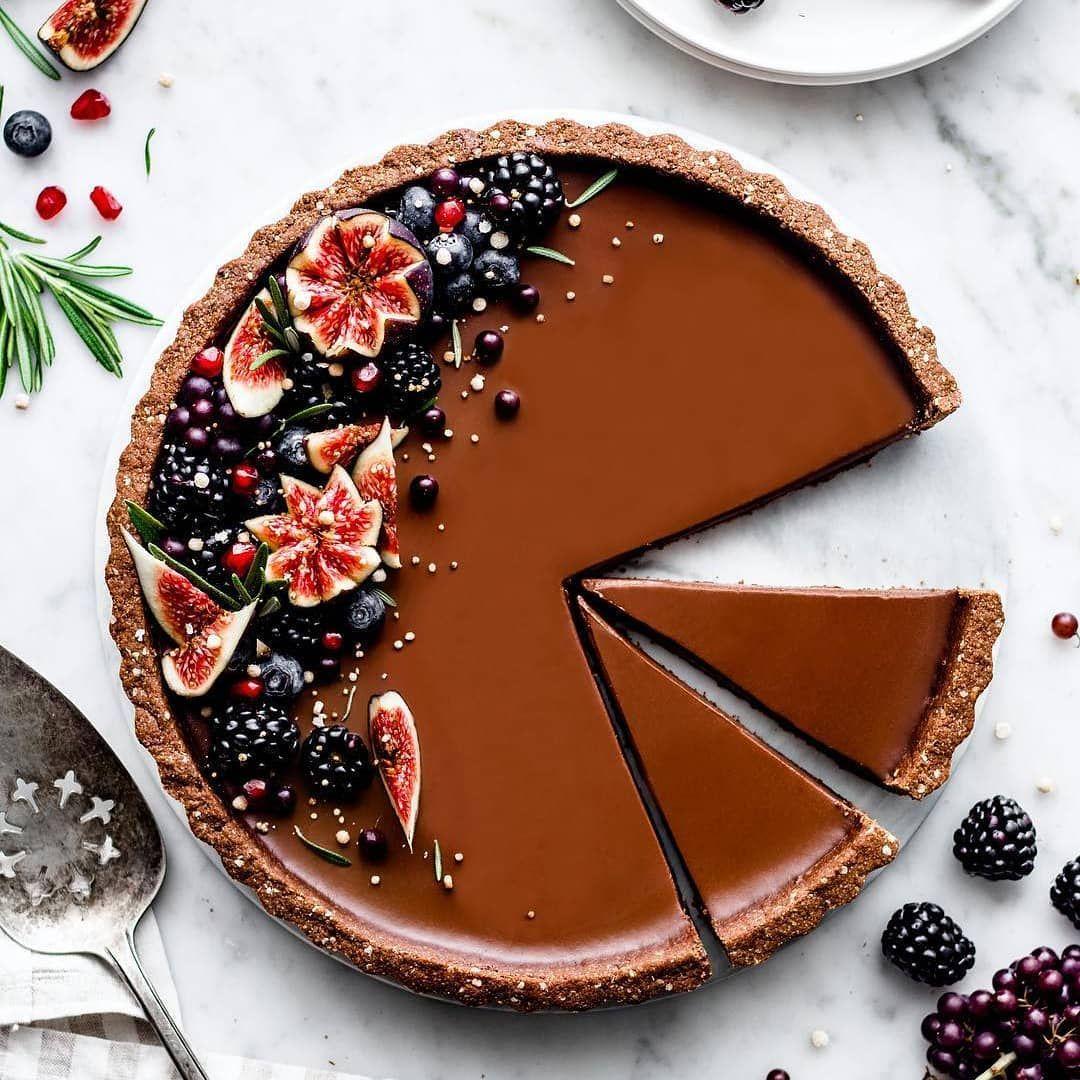 Chocolate panna cotta tart with quinoa flakes chocolate