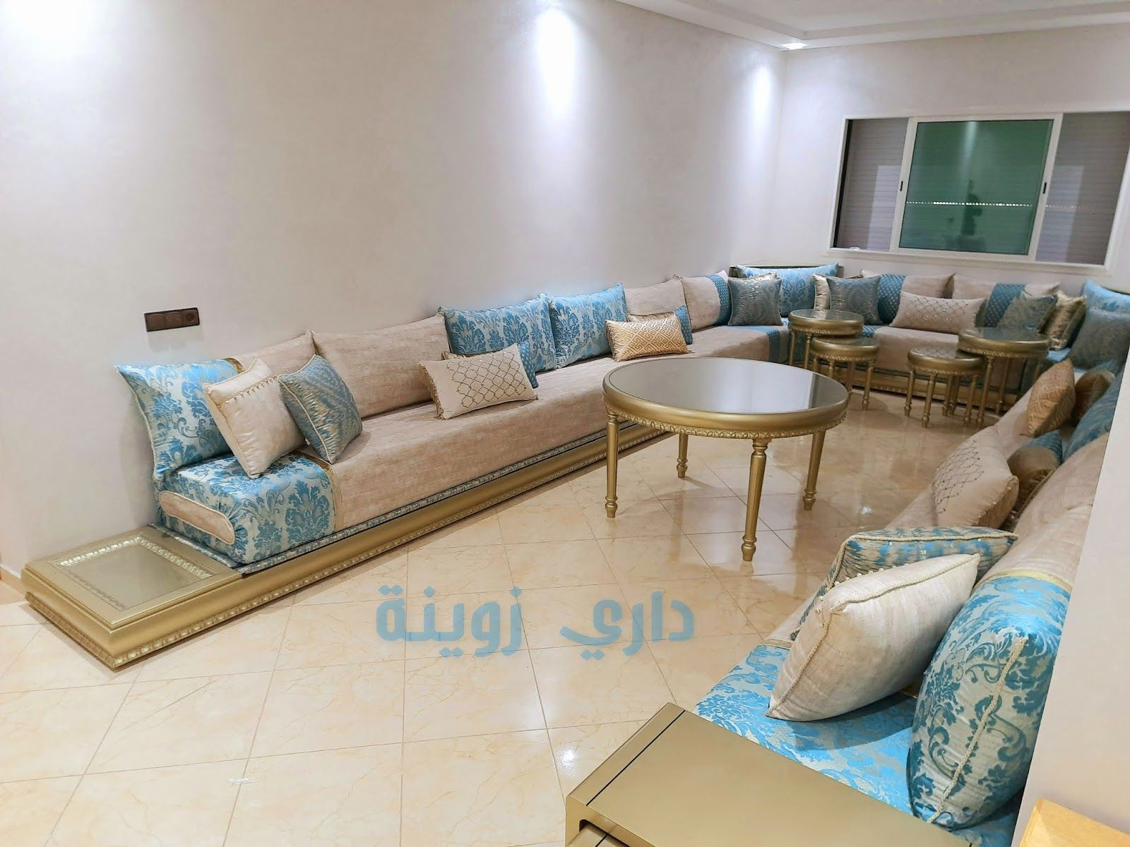 الصالون المغربي أهم القياسات للحصول على صالون مغربي بتصميم نمودجي Salons Marocain 2021 الصالون المغربي يعد من أفخم الصالونات Home Decor Sectional Couch Decor