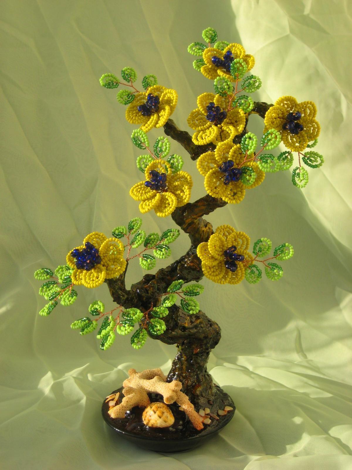 Цветы на коряге из бисера