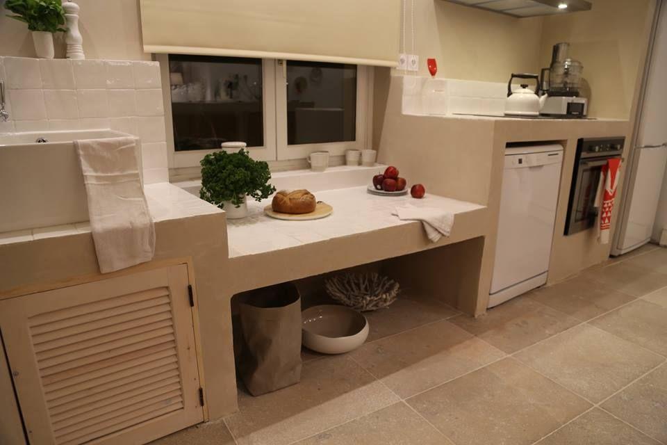 Sophie Ferjani cuisine beton cellulaire beige ancien cassé par blanc - beton cellulaire en exterieur
