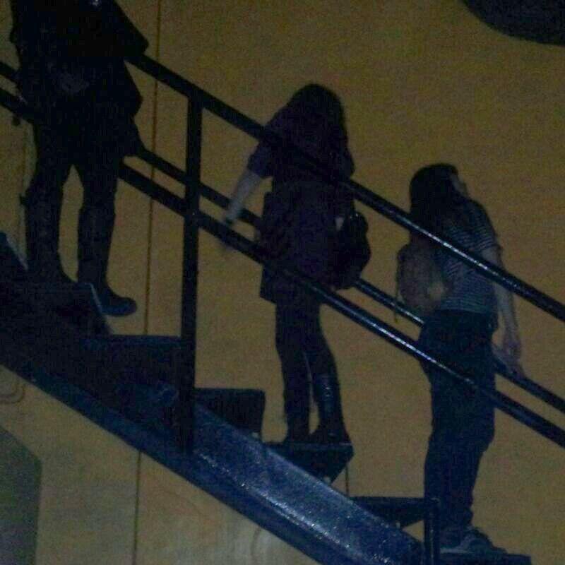 Fans en éxtasis durante el concierto de Toundra en la Sala Bóveda de Barcelona.