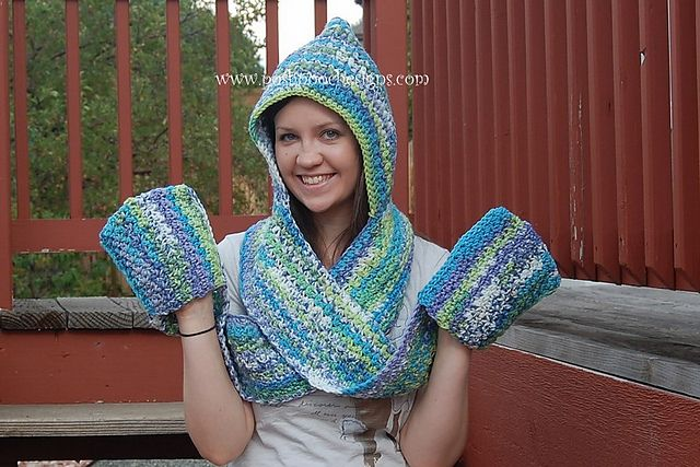 Ravelry Scoodie Hooded Scarf With Pockets Pattern By Sara Sach