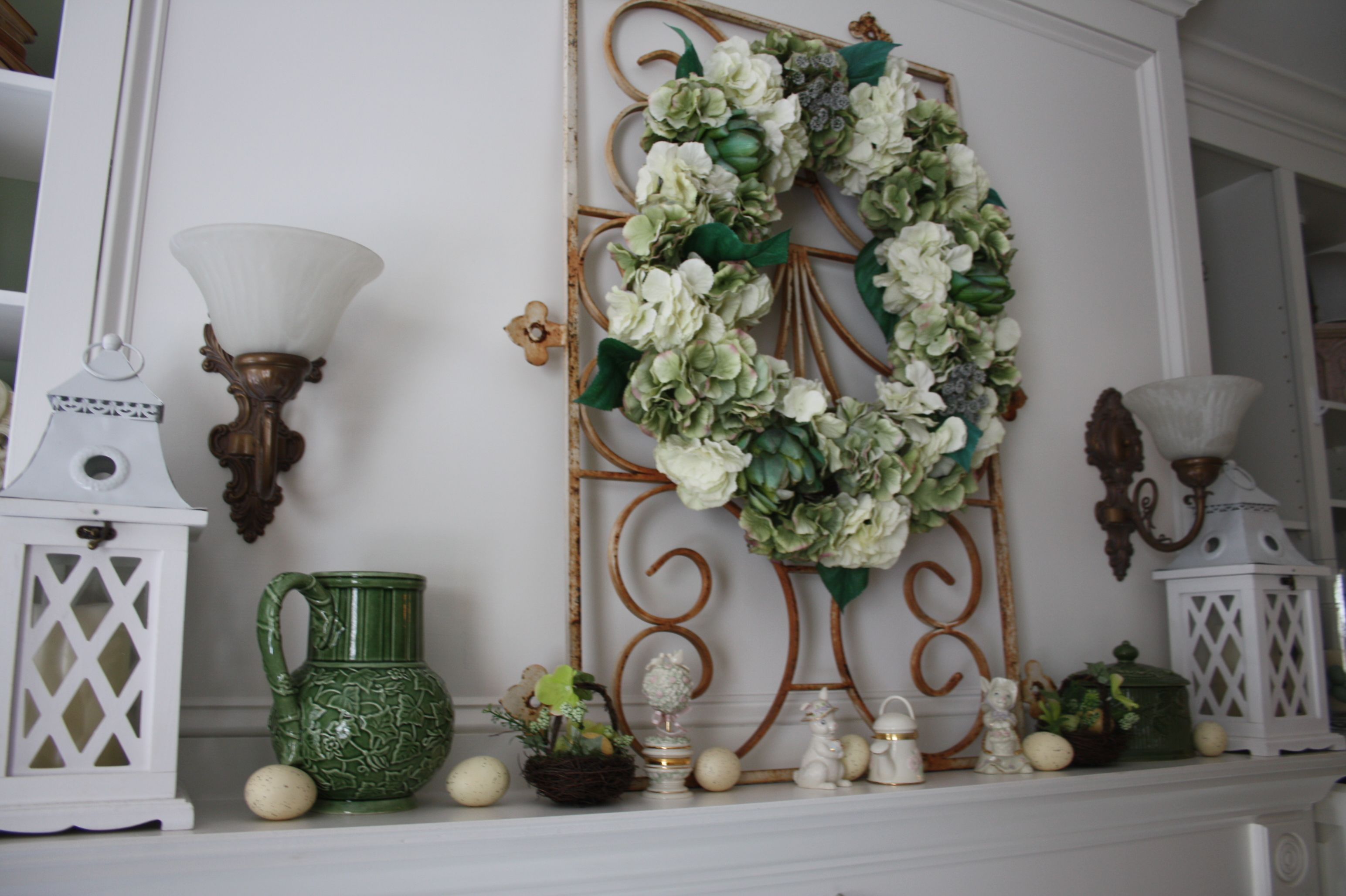 Beautiful mantel decor, absolutely gorgeous   Holiday ...