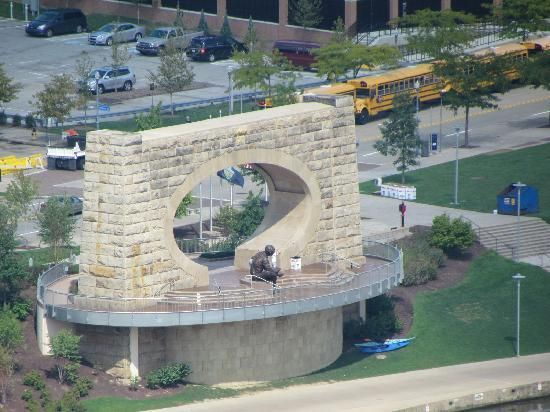 Mr Fred Rogers Memorial On The North Shore Pittsburgh Pittsburgh Pennsylvania Best Places To Live