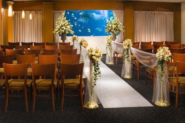 Pacific Beach Hotel Hawaii Venues Clic Wedding Ceremony With Garden Inspired Aisle Markers