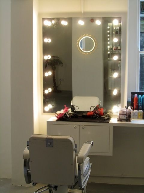 Mirror With Bulbs A Must Have Interior Design In 2019
