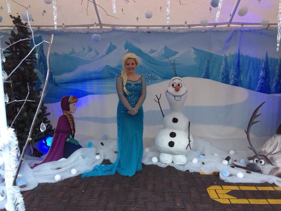 A daylight view of the Frozen set with 3d Olaf and MDF Anna.