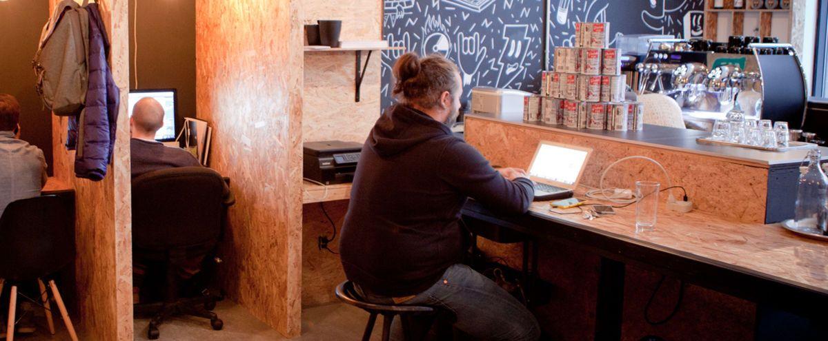 Les espaces à bureaux collectifs fleurissent partout au Québec.