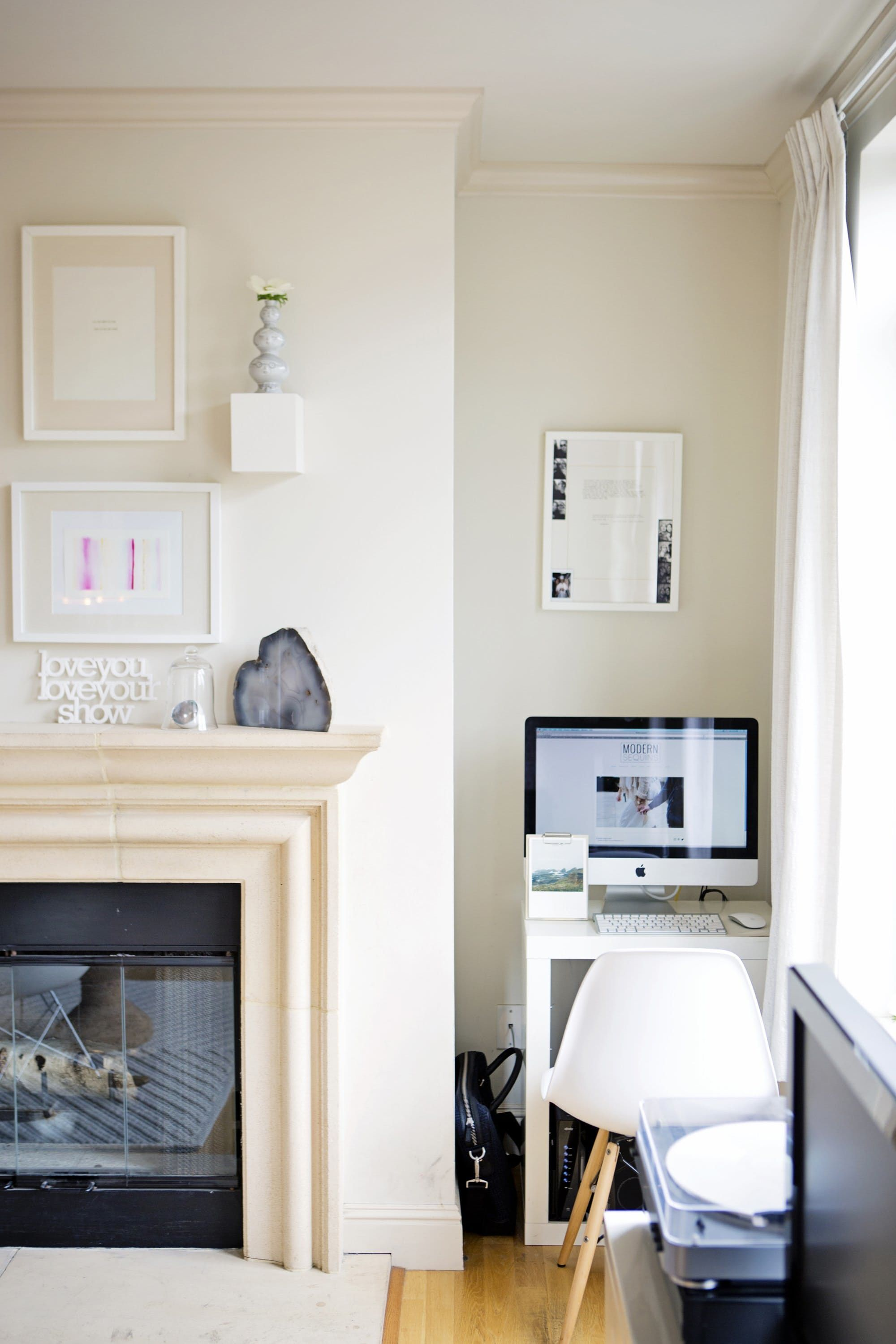 10 Perfect Living Room Home Office Nooks: Short on Space but Not ...