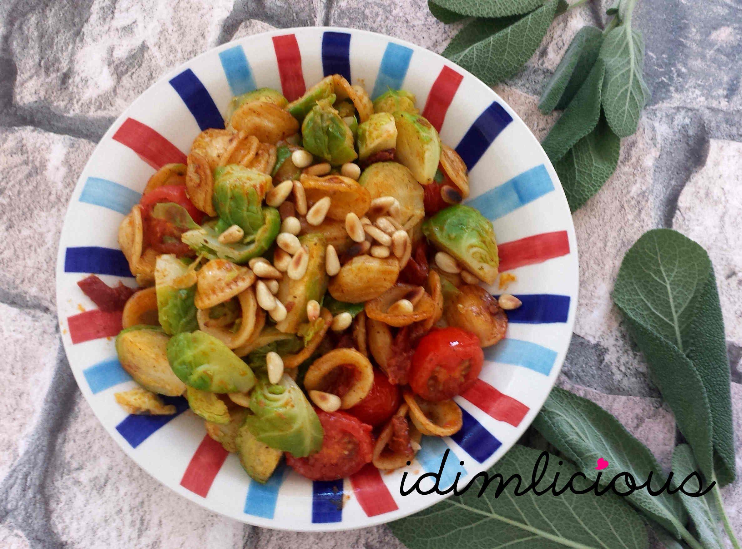 My new favourite vegetable:  #brussels sprouts #Butter #Cocktailtomaten #Gemüse #gesund #getrocknete Tomaten #Herbstgemüse #Kraut #lecker #Pasta #Pastagericht #Pinienkerne #Rosenkohl #Salbei #tasty #Tomaten #vegetables #vegetarian #vegetarsich #yummy