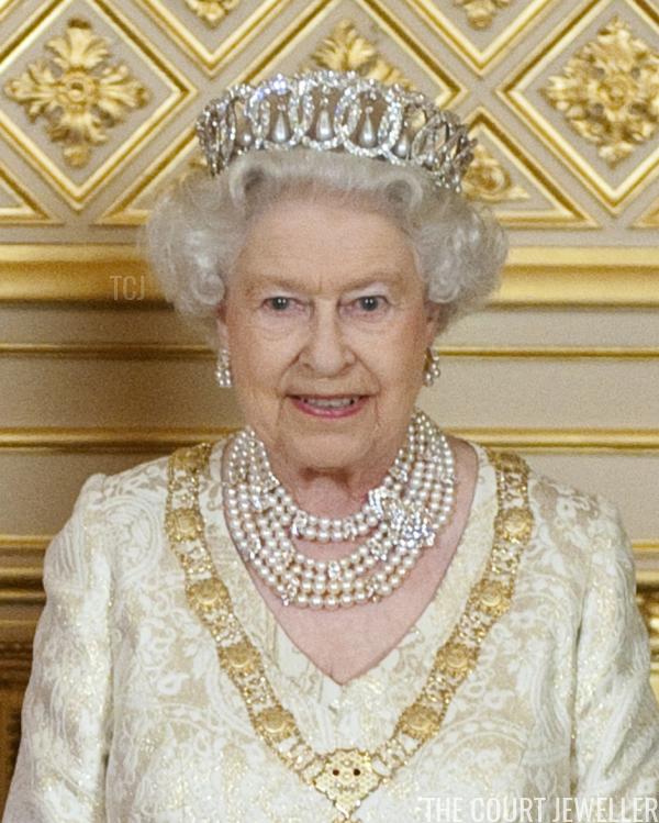 Tiara Tournament Vladimir Vs Queen Mary S Fringe The Court Jeweller Queen Mary Tiara Queen Elizabeth