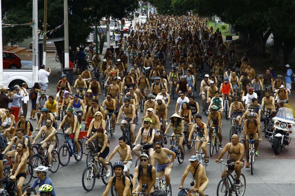 Meno auto, più #bici! Less car, more #bike! #SchianoOfficial #biciclette #bicycle - World Naked Bike Ride