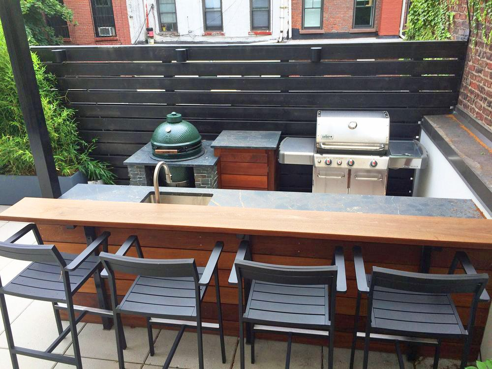 Custom Outthis Boerum Hill Brooklyn Rooftop Terrace Features A Custom Built Outdoor Kitchen And In 2020 Build Outdoor Kitchen Modern Outdoor Kitchen Outdoor Patio Bar