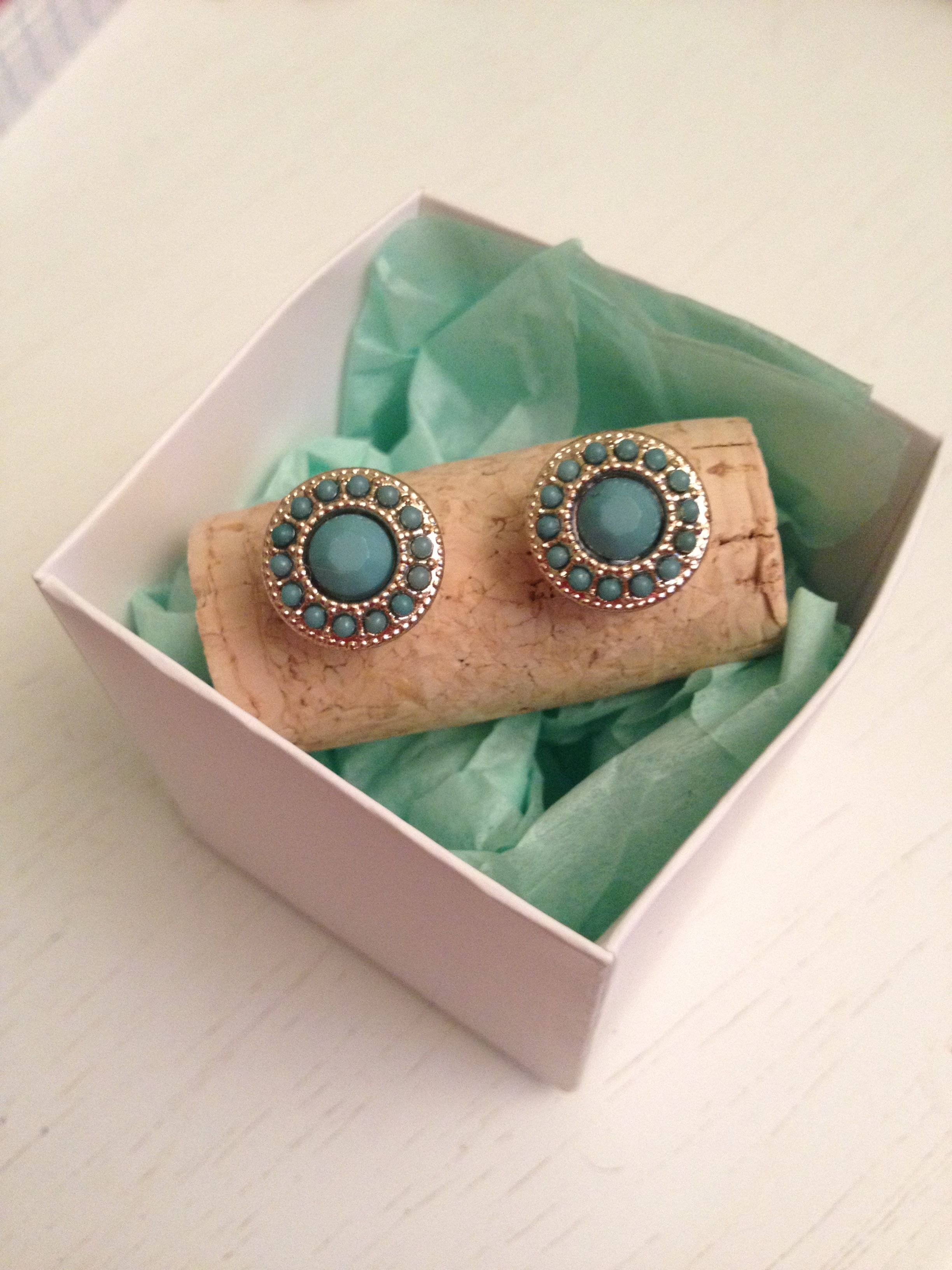 How cute are these stud earrings from Zealand Boutique!!