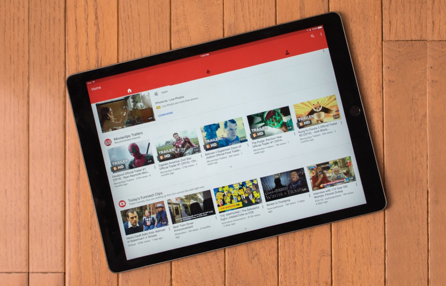 Google lanza una versión de su aplicación oficial para ver vídeos, YouTube para iPhone, iPad y iPod touch, con características que mejoran la visualización.
