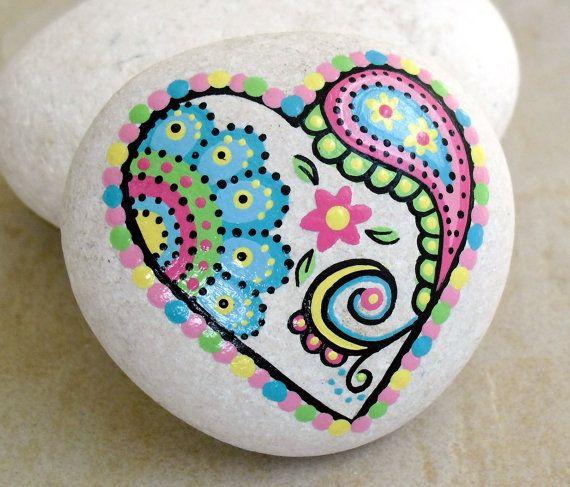 Peint à la main Résumé coeur Fleur Paisley Art River Rock Pierre