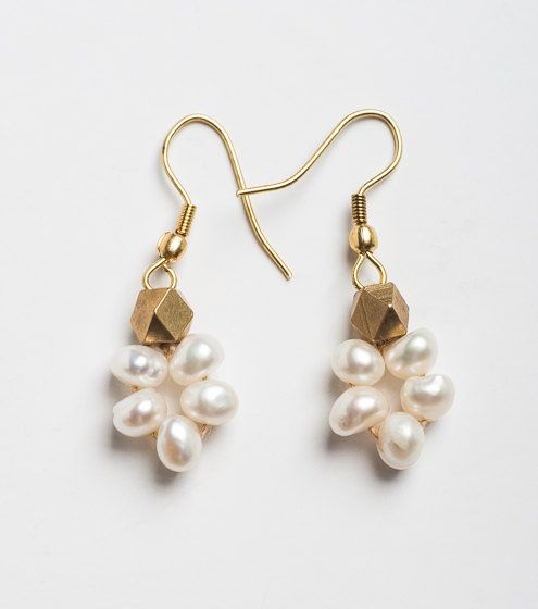 5d91868240ec Earrings Pearl drop with gold brass beads earring. by orbachilan Aretes  Pequeños