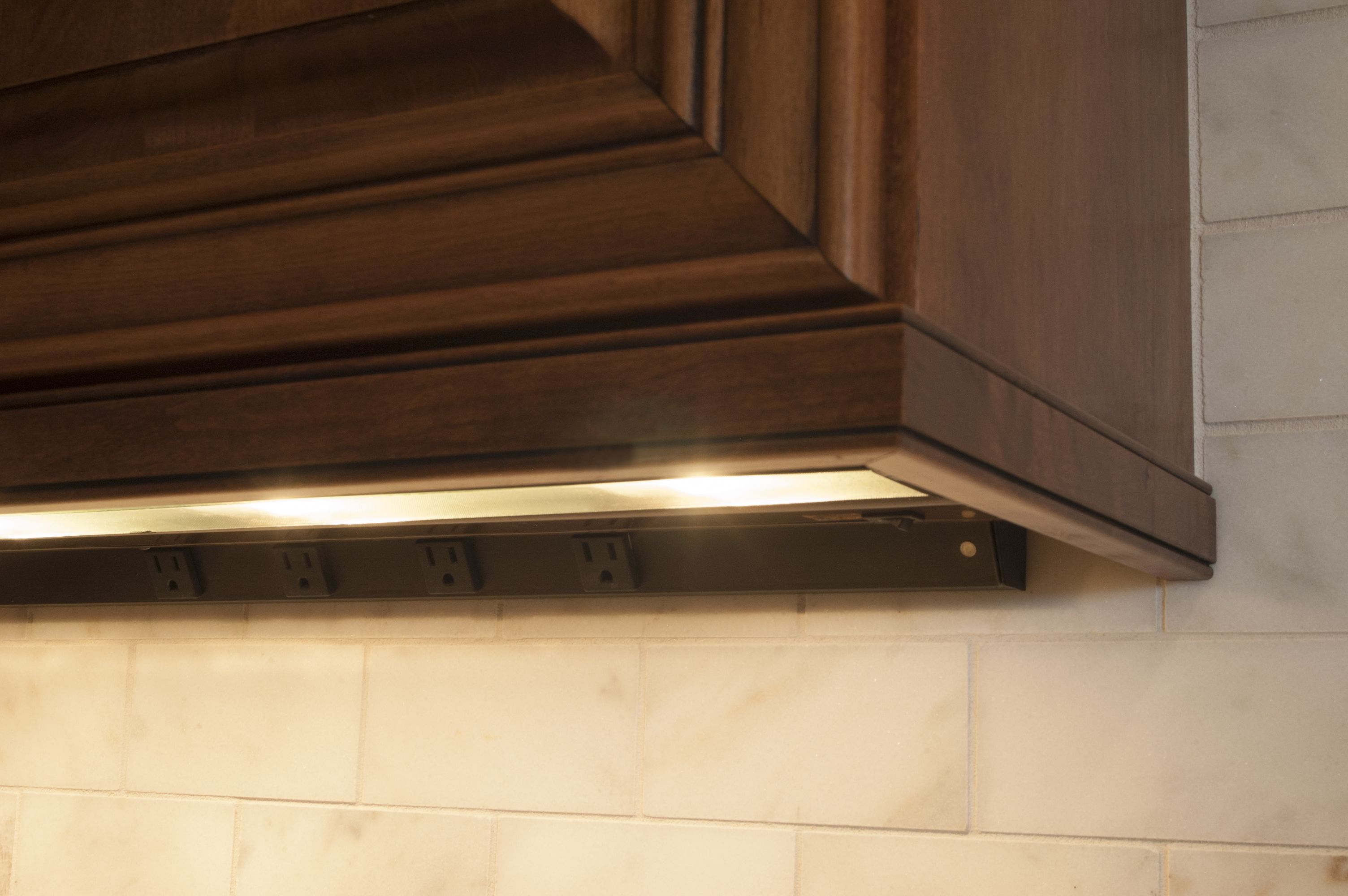 Angle Power Strip And Led Under Cabinet Lighting Tucked Neatly Under Fieldstone Cabinets Under Cabinet Lighting Led Under Cabinet Lighting Home Kitchens