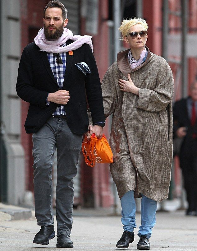 And They Said It Wouldn T Last Three Years On Tilda Swinton Shows She Is Closer Than Ever To Her Toyboy Lover Tilda Swinton Stylish Couple Fashion Couple