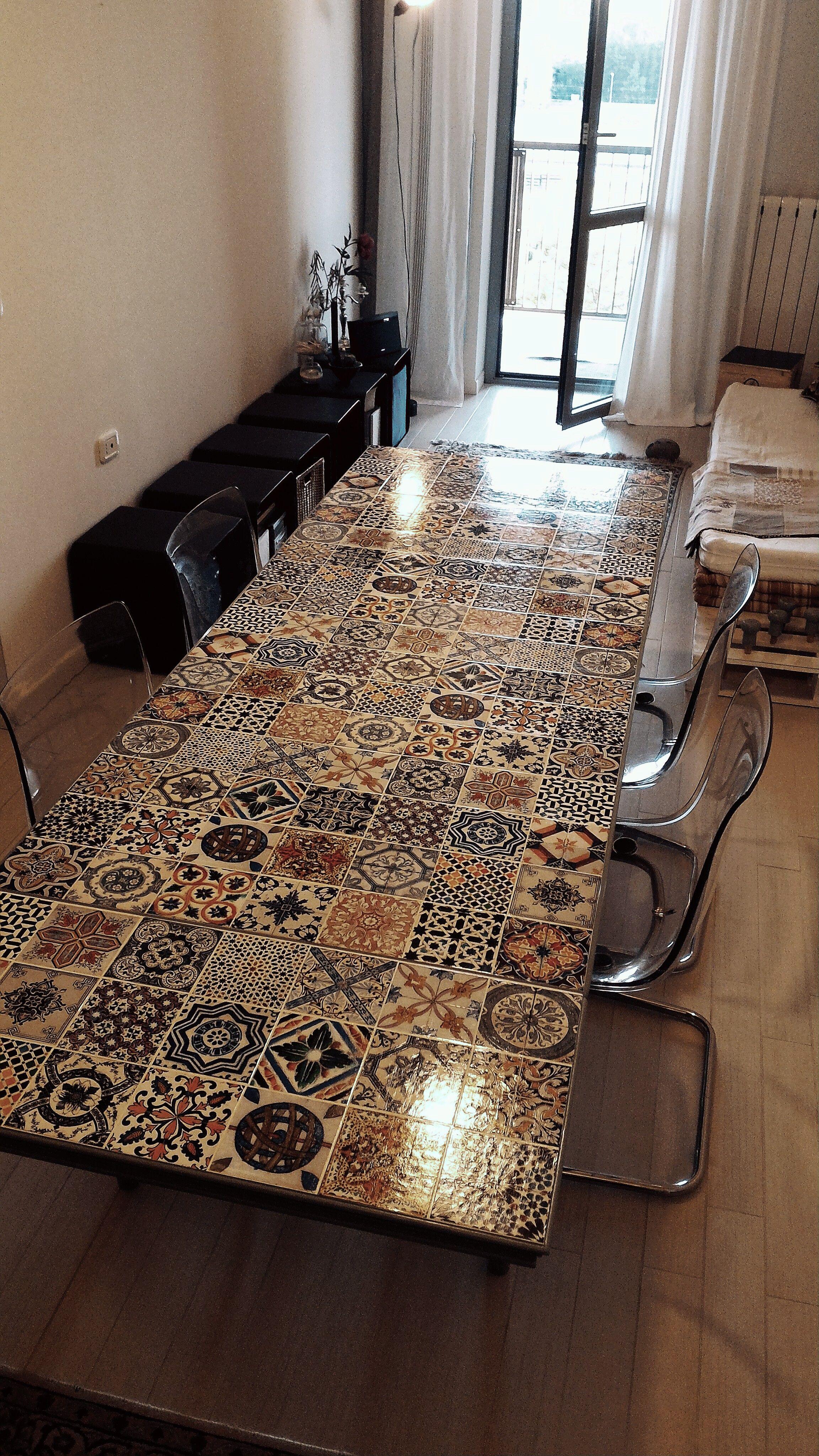 Piastrelle Decorative Per Tavoli tavolo di recupero rivestito con piastrelle in stile