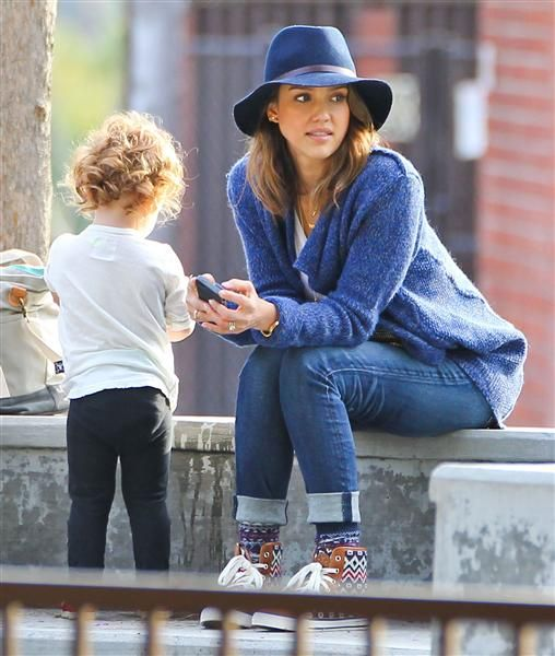 Jessica Alba and husband Cash Warren take their daughter Honor and Haven to the Coldwater Canyon Park in Beverly Hills, Calif., on Feb. 9, 2014.
