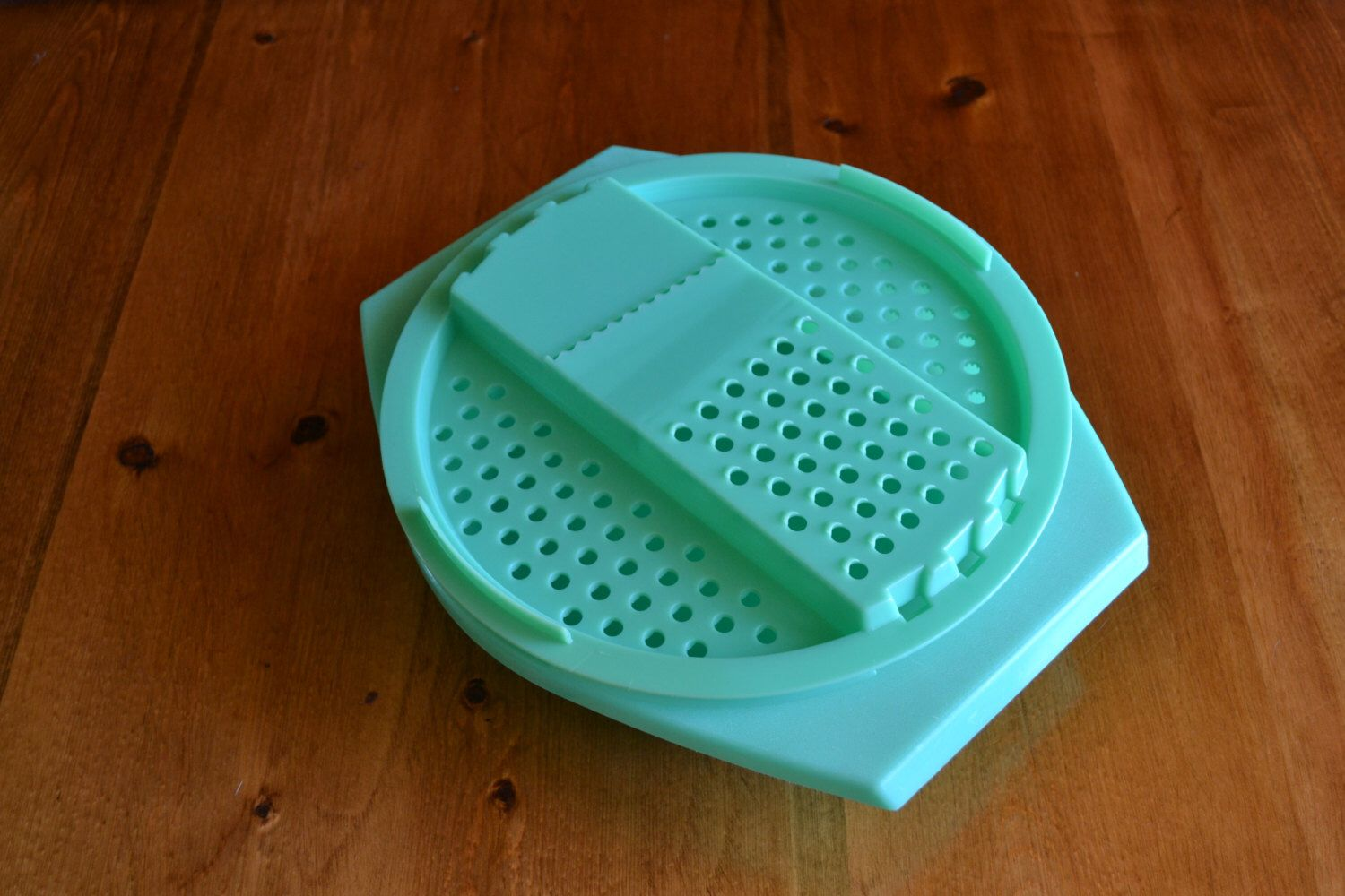 Tupperware Bowl with Grater Top Vintage Green   Tupperware bowls ...