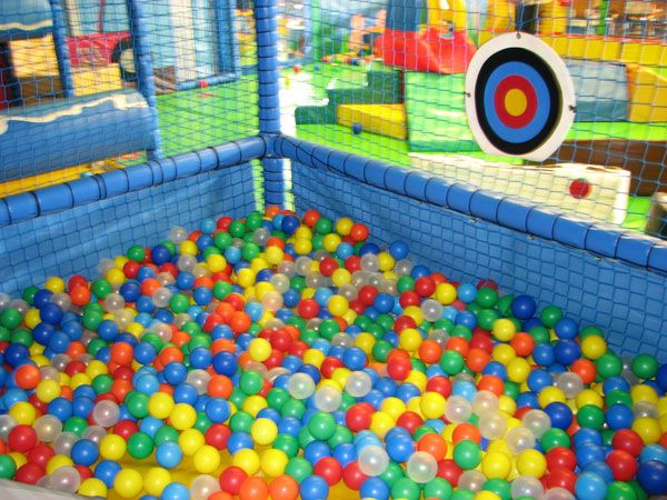 Farewell letter from 90s pinterest ball pits for Piscina de bolas toysrus