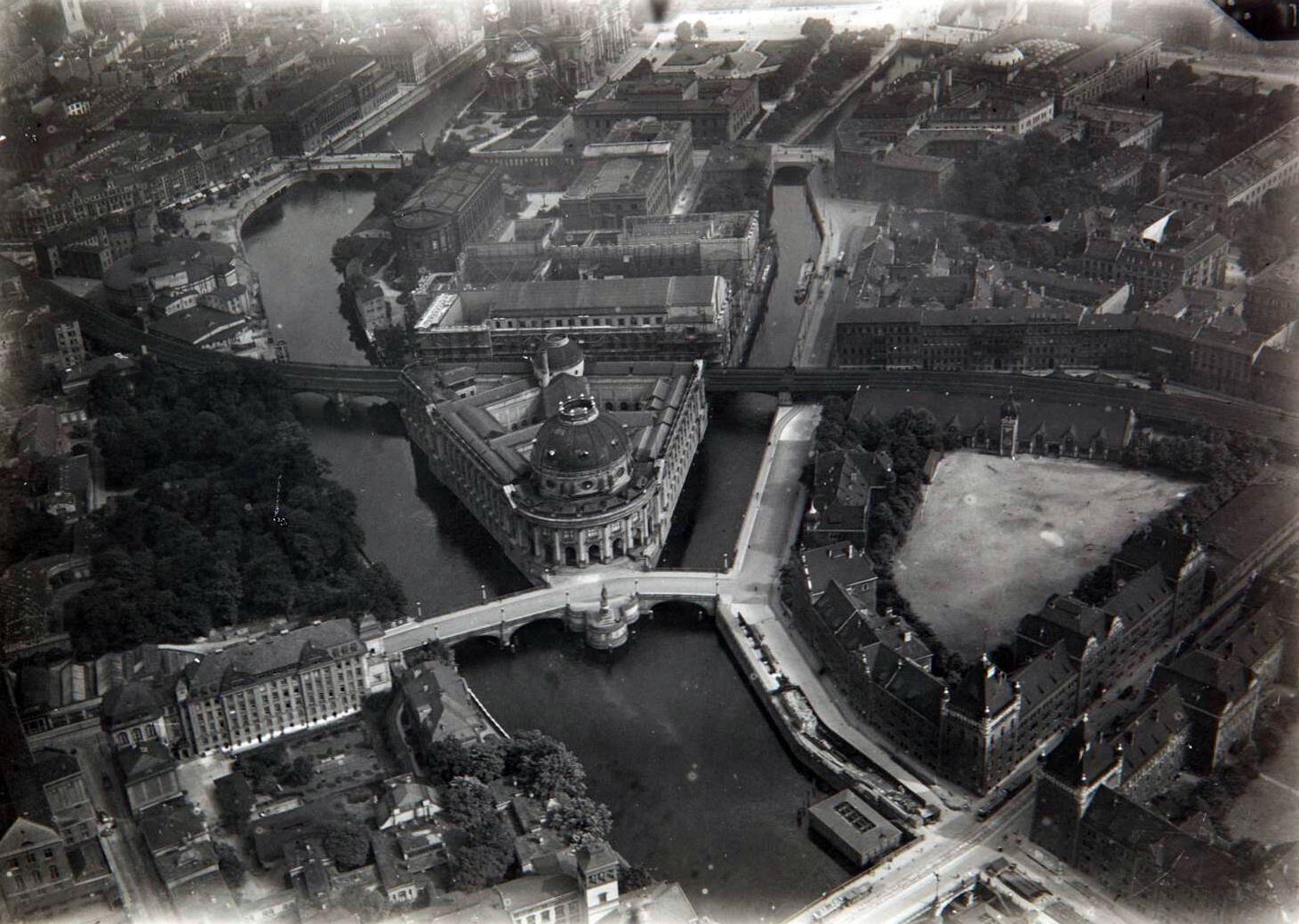 1918 Luftaufnahme Mitte Museumsinsel Und Umgebung Aero Lloyd Luftbild Gmbh Berlin Thomas Black And White