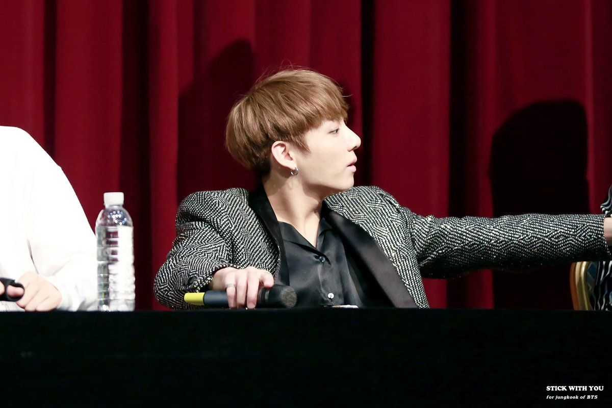 """STICK WITH YOU on Twitter: """"161014 #정국 #방탄소년단 #BTS  옆 모습도 잘생겼고❣️ https://t.co/0onfhc6Gxu"""""""