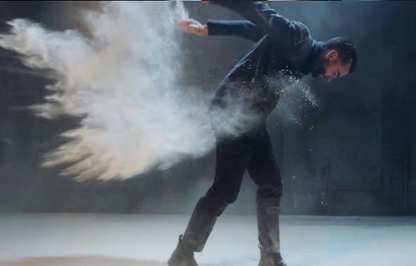 """immagine tratta dal videoclip di Marco Mengoni """"INVENCIBLE"""""""