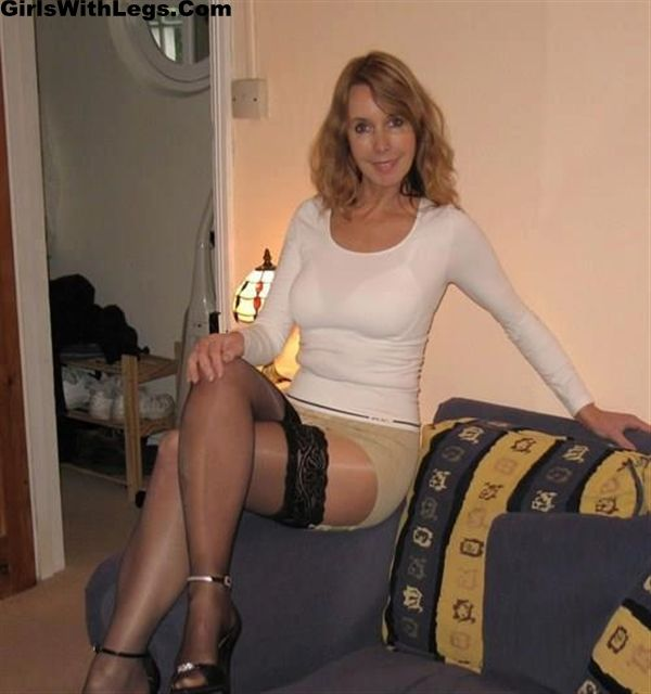 Sexy legs russian mature woman in nylon!