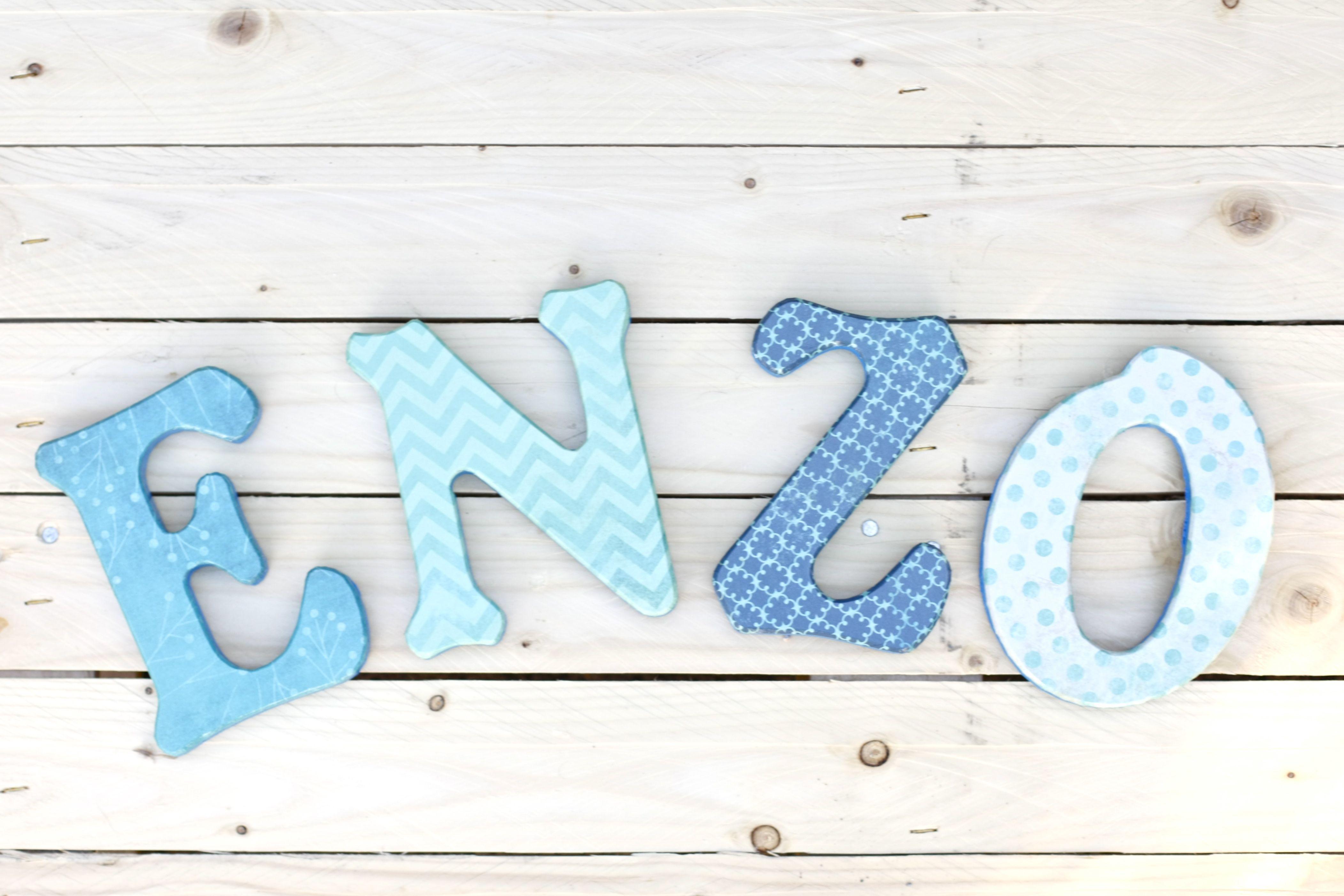 Letras de madera para decorar tus paredes baby - Ideas para decorar letras de madera ...