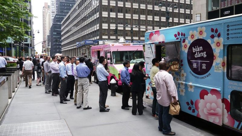 6 Food Trucks of Mumbai Who Are Providing Delectable Food On The Go!