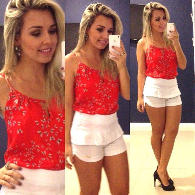 Olha que look lindo a @liviasvsousa usou para essa terça!! Essa blusinha com estampa de borboletas com o shortinho que é sucesso do nosso Mix Summer!!! We❤️❤️❤️ #lookdodia #summer #trendy #fashion #instafashion #regram #ootd #donaligirl