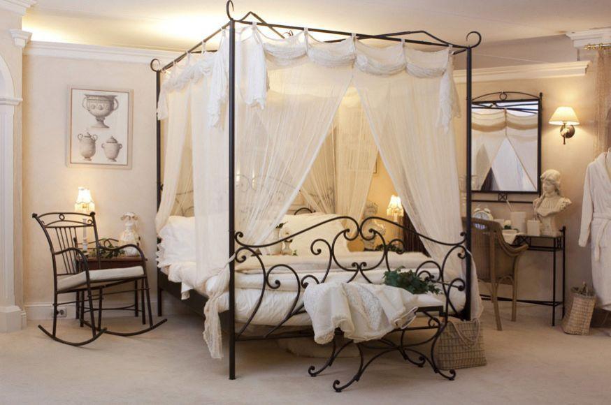 deze slaapkamer meubelen zijn voorzien van een poeder coating en kras bestendig het hemelbed met transparant gordijn is romantisch en lijkt uit een