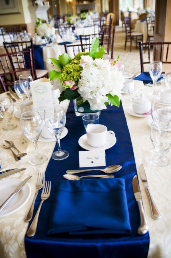 un joli mariage bleu et blanc mariages en bleu bleu et table. Black Bedroom Furniture Sets. Home Design Ideas