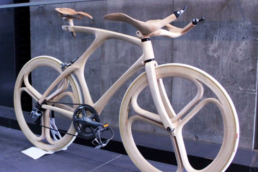 Zelfs de wielen zijn van hout