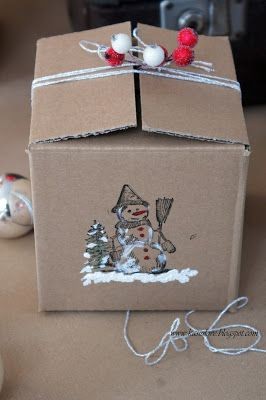 Kilka Pomyslow Jak Udekorowac Zwykly Szary Karton By Stanowil Efektowne Opakowanie Na Bombke Lub Prezent Upcykling Szarego Kartonu Gifts Gift Wrapping Wrap