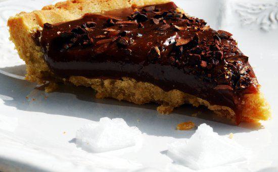 Crostata al caramello salato con cioccolato al latte