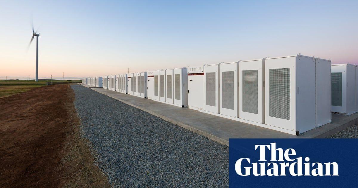 Http Goo Gl Kyxjod Tesla Big Battery Is Holding Its Own In A Burgeoning Energy Storage Market Giles Parkinson Ahm Tesla Australia Armazenamento De Energia